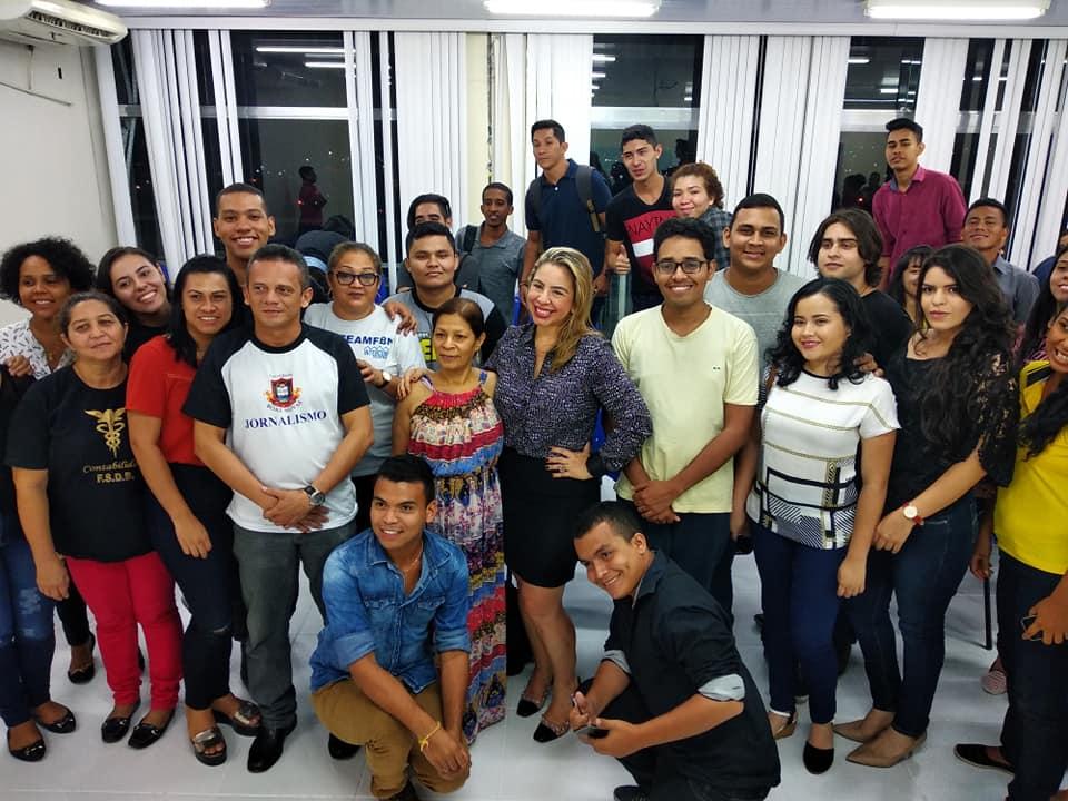 Pauta do dia: jornalista Joana Queiroz na FBN!