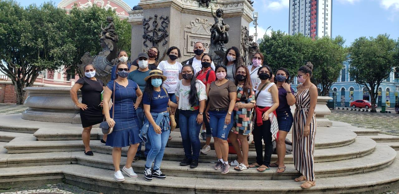 Pedagogia/FBN realiza aula extraclasse em monumentos do centro de Manaus